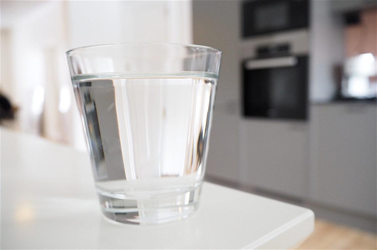 nestetasapaino vesi kuiva iho