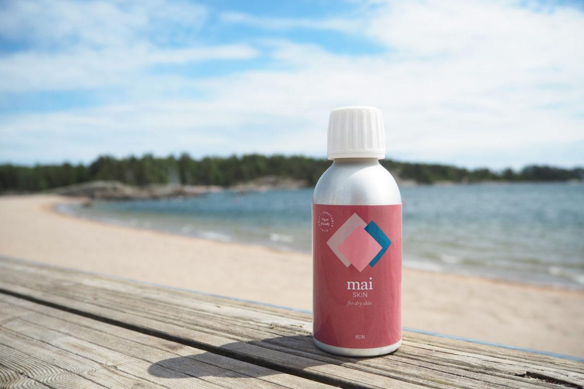 Mai SKIN Sun pullo rannalla meri taustalla